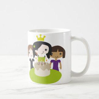 Tasse potable de fille d'anniversaire