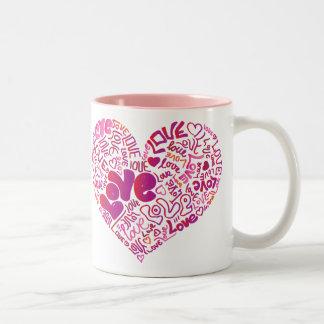 Tasse rose de valentines de passion d'amour