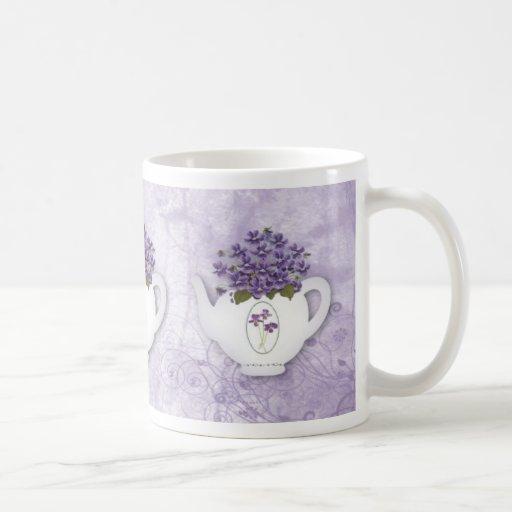 Tasse violette de théière