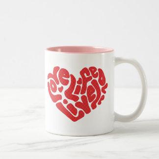 Tasse vivante de valentines d'amour de la vie