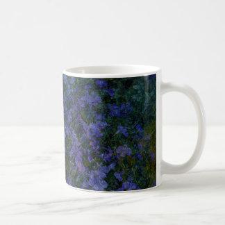 Tasses violettes bleues de jardin