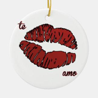 te amo round ceramic ornament