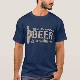 techniquement parlant, la bière est une solution t-shirt