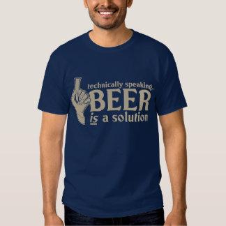 techniquement parlant, la bière est une solution tee-shirts