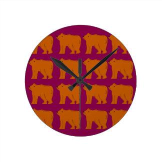 Teddies polar on pink round clock