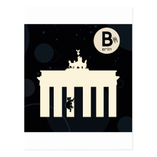 The bear on Berlin - Brandenburger gate Postcard