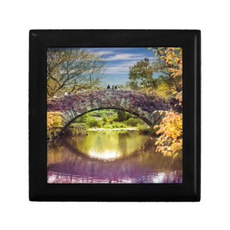 The bridge gift box