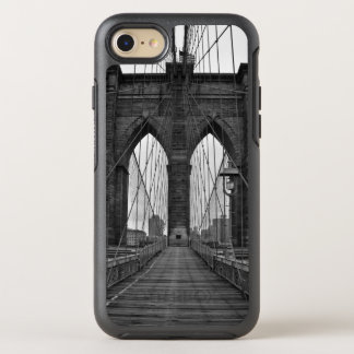 The Brooklyn Bridge in New York City OtterBox Symmetry iPhone 7 Case
