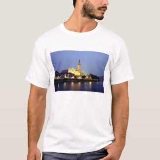 The church of Sant'Anastasia in Verona, Italy. T-Shirt