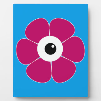 the eye of the pink flower plaque
