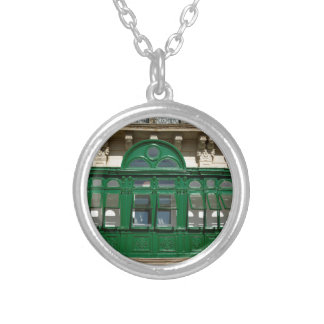The green balcony silver plated necklace