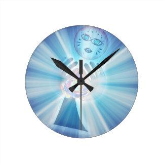 The heirophant round clock