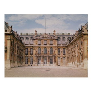 The Louis XIII Courtyard, or the Marble Postcard