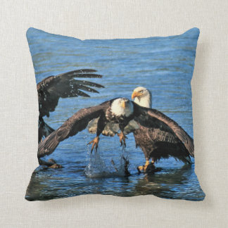 The perfect pillow for the Eagle lovers !