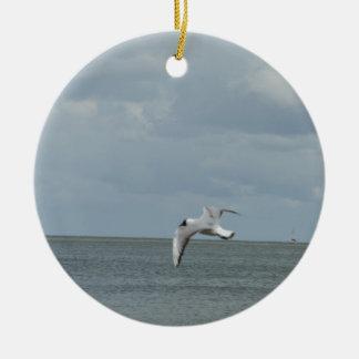 The sea gull and the sea round ceramic ornament