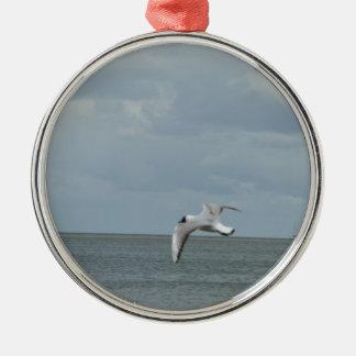 The sea gull and the sea Silver-Colored round ornament