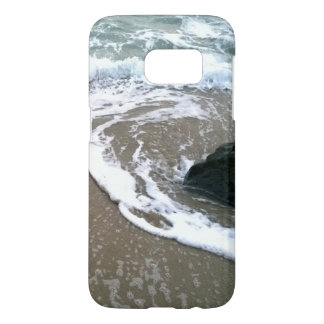 The Tide Washing Ashore Over the Rocks Samsung Galaxy S7 Case