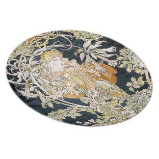The woman who has miyushiya and hinagiku plate