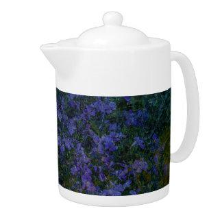 Théière violette bleue de jardin