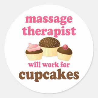 Thérapeute drôle de massage de chocolat du travail sticker rond