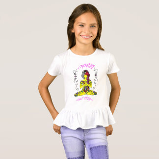 they woman meditation- beach kids T-Shirt