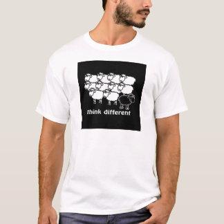 Think different - Pense diferente T-Shirt