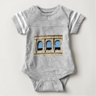 three arch wall baby bodysuit