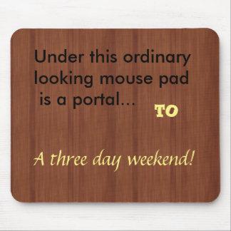 three day weekend humor Mousepad