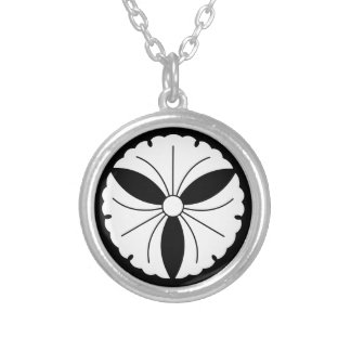 Three ginkgoes silver plated necklace