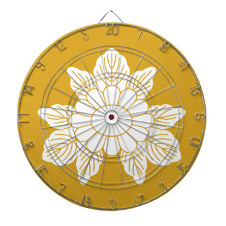 Three leaf asters dartboard with darts