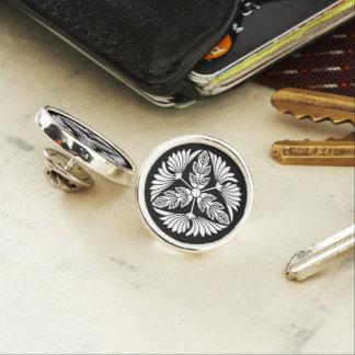 Three leaf chrysanthemums lapel pin