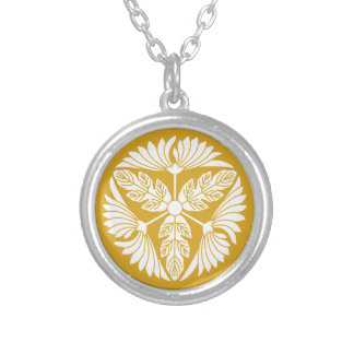 Three leaf chrysanthemums silver plated necklace
