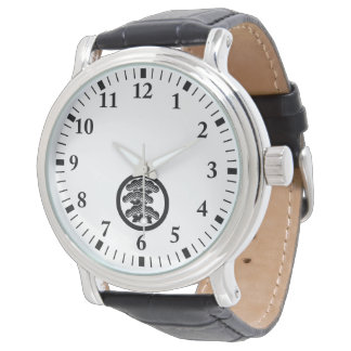 Three-tiered pine L in circle Watch