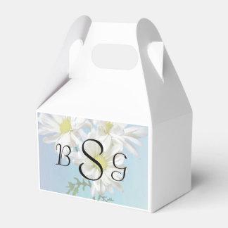 Three White Daisies Wedding Products Favor Box