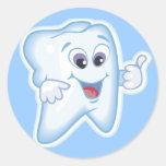 Thumbs up for dental hygiene! round sticker