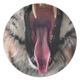 Tiger Bearing Teeth Dinner Plate