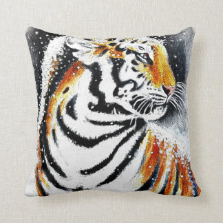 Tiger In The snow noir Throw Pillow