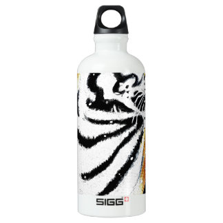 Tiger In The snow noir Water Bottle