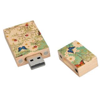 Tiny creatures wood USB flash drive