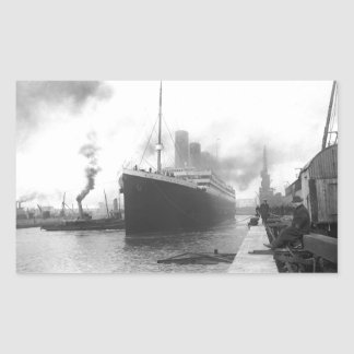 Titanic aux docks de Southampton Sticker Rectangulaire