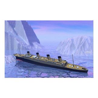 Titanic boat sinking - 3D render Stationery