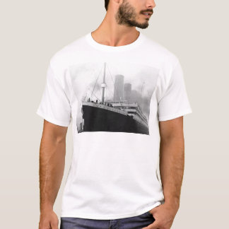 Titanic in dock in Southampton T-Shirt