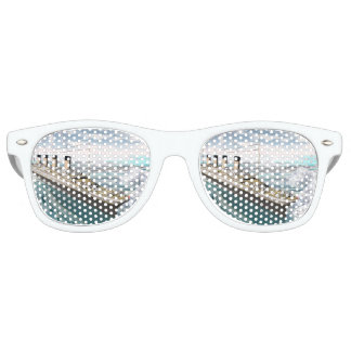 Titanic ship - 3D render Party Shades