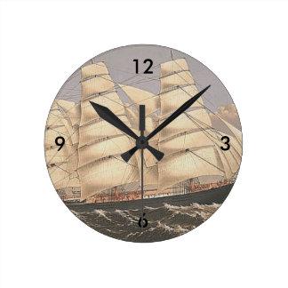 TOP Sailing Seas Round Clock