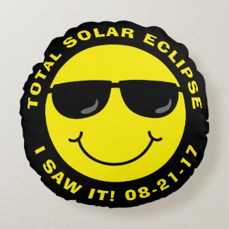 Total Solar Eclipse Cool Smiley Face Round Pillow