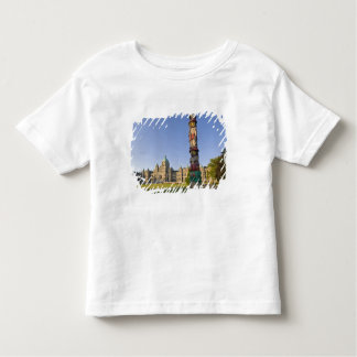 Totem pole at the Parliament building in Toddler T-shirt