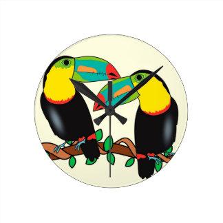 Toucan bird love art round clock