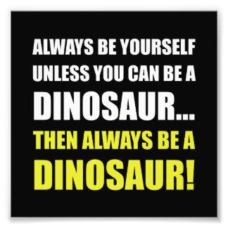 Toujours vous-même à moins que dinosaure photographe