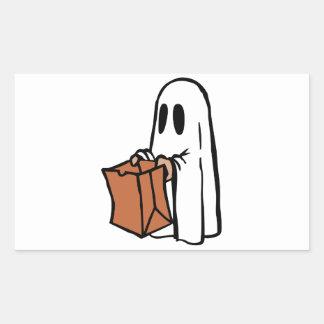 Tour ou Treater habillé comme fantôme avec le sac Autocollant En Rectangle