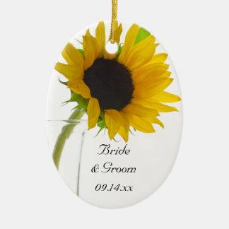 Tournesol jaune sur l'ornement blanc d'ovale de